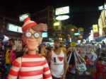 10/01/2013 – Bangkok, Thaïlande : Comme tous les backpackers, Charlie traîne ses guêtres à Kao San Road
