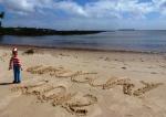 10/10/2012 – Colonia del Sacramento, Uruguay : Charlie en mode contemplatif sur une plage uruguayenne