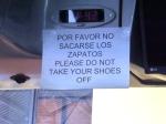 26/11/2012 - El Calafate, Argentine : Un chauffeur de bus à l'odorat sensible met en garde ses passagers ...