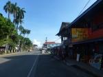 La rue principale de Bocas : la ville que tu sais quand tu y arrives, que tu sais pas quand tu en pars