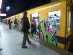 Ah ah les touristes qui prennent des photos dans le métro, ah ah ... Bon, ok