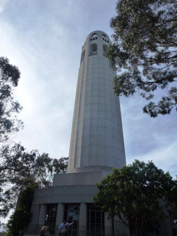 La Coit Tower, un des symboles de la villes. Je laisse les plus pervers d'entre vous méditer sur le nom et la forme de l'édifice.