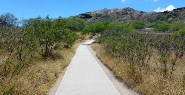 Vers le Diamond Head, ancien volcan dominant Honolulu