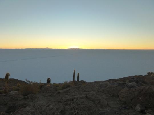 Isla de los Pescados, lever du soleil sur le Salar d'Uyuni